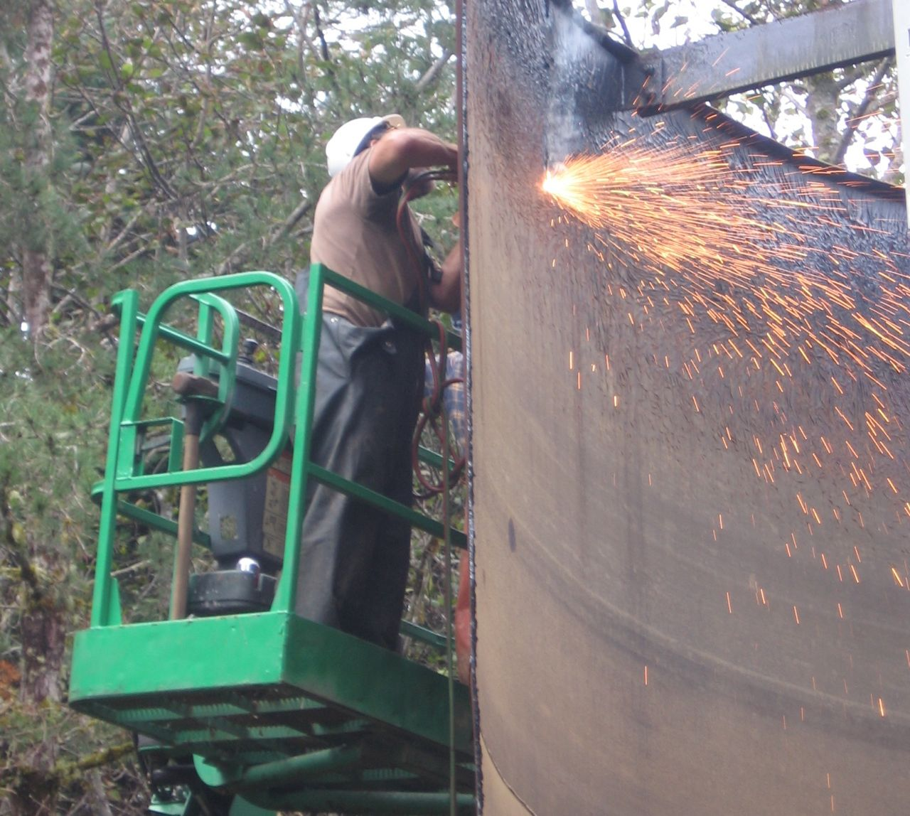 Water Tank Demolition : Demolition of old cape meares water tank